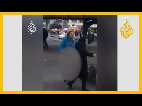 شاب يرتدي ملابس نسائية في #برلين يهاجم امرأة محاولا نزع حجابها ليدافع عنها شباب ويشبعوه ضربا  - 13:59-2020 / 1 / 14