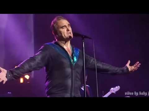 Morrissey-ARE YOU SURE HANK DONE IT THIS WAY(Waylon Jennings)-Live-Visalia Fox Theatre, Aug 29, 2015