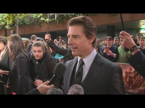 "Tom Cruise: ""What's important is getting your abs tight"" - Edge of Tomorrow Premiere"