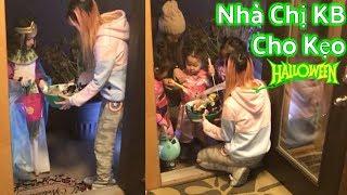 Chị Kem Bơ Cho Kẹo Halloween _ Trẻ Em Hoá Trang Đi Xin Kẹo