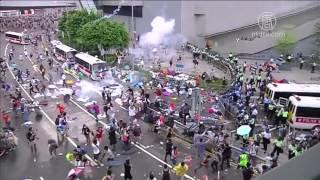 9月28日下午港警催淚彈鎮壓佔中民眾