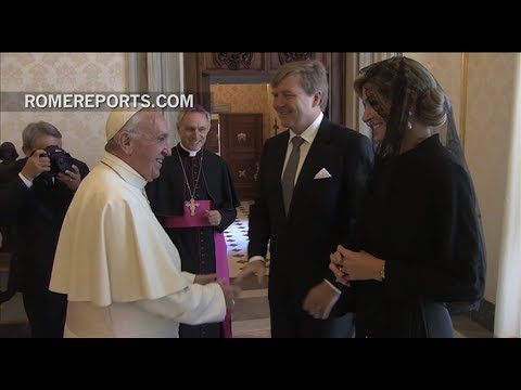 The king and queen of Holland visit the pope, and give him tulips for the Vatican Gardens