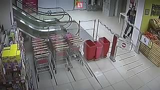 видео Выебал продавщицу магазина