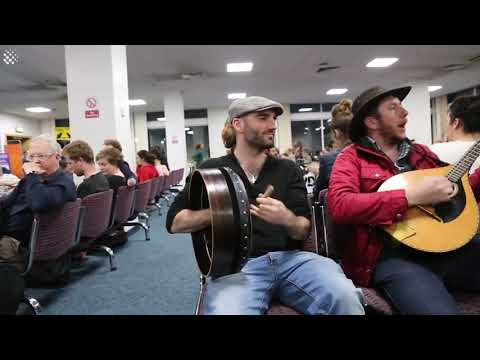 Flight delayed, so famous Irish musicians play for the passengers in jam session