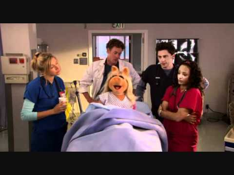 Sarah Chalke @ It's a very merry Muppet Christmas Movie - YouTube