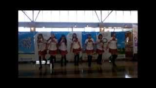 2013年7月12日に山口宇部空港 2Fの出発ロビーにて行われた、ご当地アイドル「山口活性学園」アイドル部のみなさんの、日本ジャンボリーのテーマソング「9 days ...