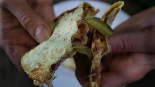 Горячая закуска на сковороде Тако лучше лаваша Hot tacos with cheese in a pan