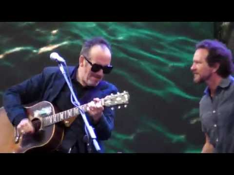 Eddie Vedder & Elvis Costello - PEACE LOVE AND UNDERSTANDING @ Ohana Festival 08-27-16