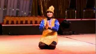 Petunjuk Tari Saman (Dance Instruction)