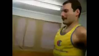 Freddie Mercury Calentando Antes De Un Concierto