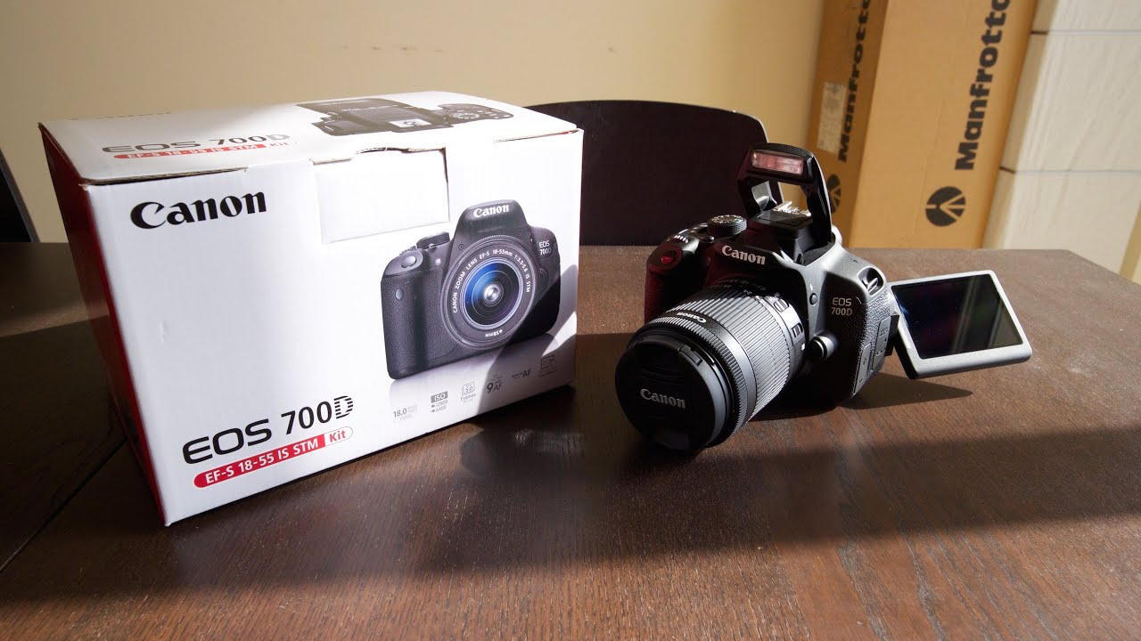 Canon eos 700d ef s 18 55mm f 3 5 5 6 is stm unboxing for Housse canon 700d