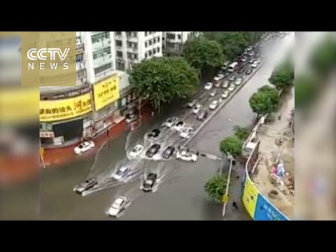 Caught on camera: Vehicles swept away by flood in south China