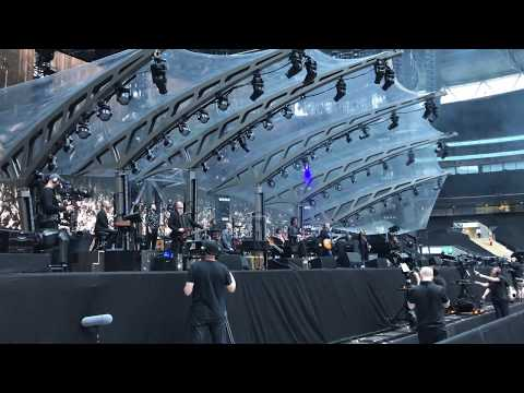 Standing In The Rain    Jeff Lynne's ELO   Wembley 2017  *LIVE* FRONT ROW  *4K HD*