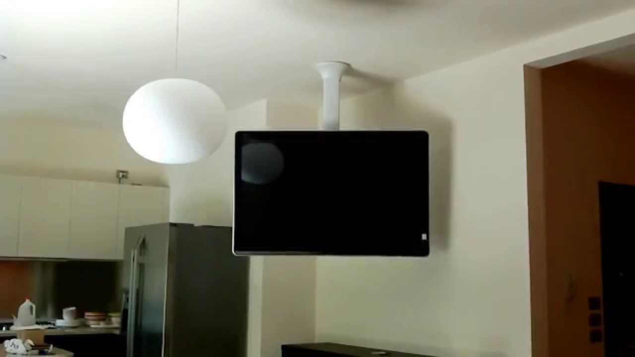 Staffa tv motorizzata lift tv girevole a soffitto - Porta tv a soffitto ...
