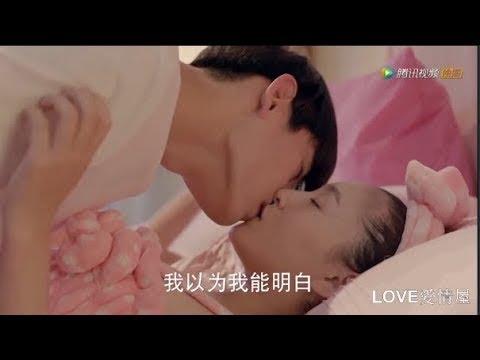 Cặp đôi hôn nhau mãnh liệt trên giường