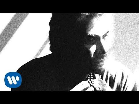 Johnny Hallyday - Regarde-nous [Lyrics Vidéo]