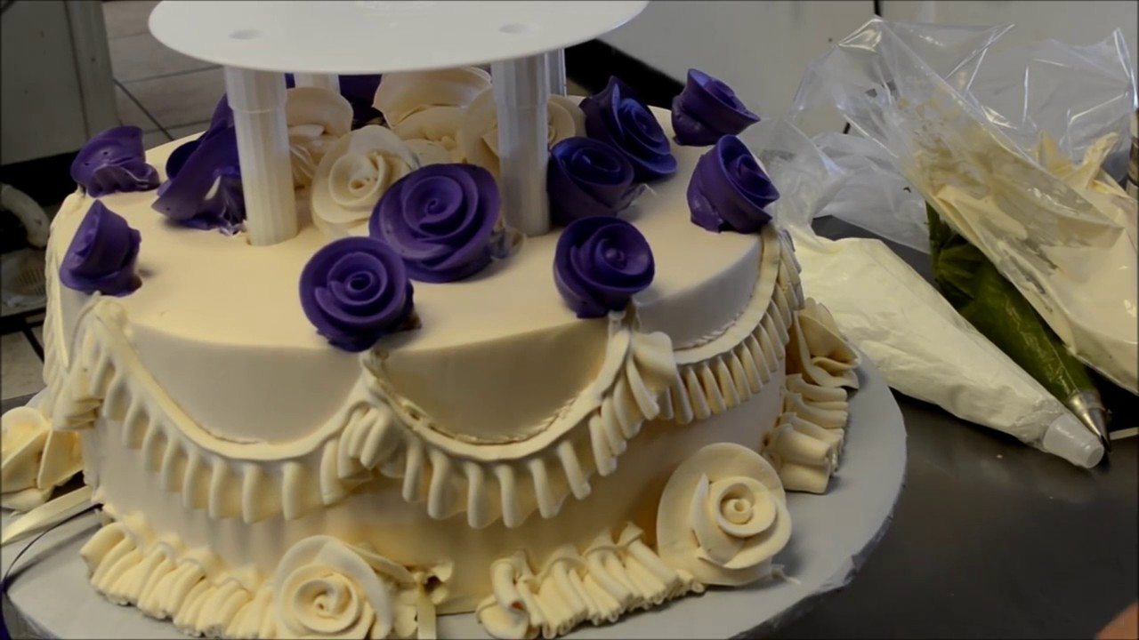 how to decorate a 2 tier wedding cake how to design a two tier wedding cake with open pillars 15646