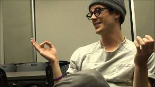 The Flash Interview: Grant Gustin on Felicity's Visit to Central City Thumbnail
