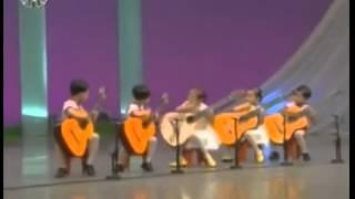 Маленькие корейцы жгут мурку