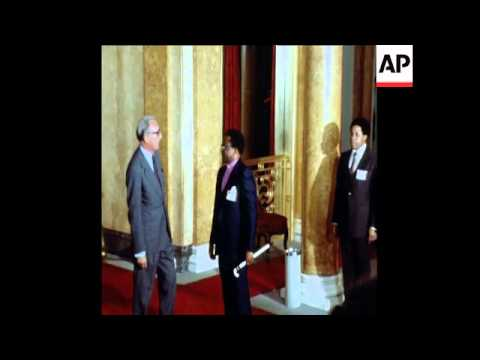 SYND 13 9 79 MUZOREWA, NKOMO, SMITH AND MUGABE ARRIVE TO LONDON FOR ZIMBABWE TALKS