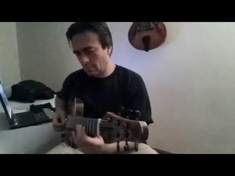 """Victor Baker luthier playing his new model """"Jazz Mini"""""""