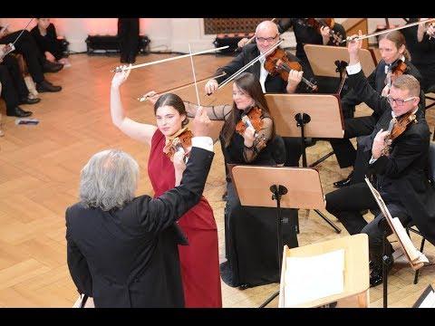 Maria Włoszczowska plays Brahms Violin Concerto in D major, Op. 77 | STEREO