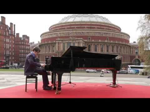 Benjamin Grosvenor Performs Chopin arr. Liszt 'Maiden's Wish 2011