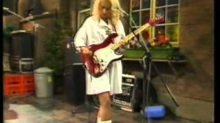 The Belle Stars - Indian Summer, live on No.73 - 1983