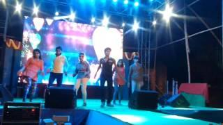 akfresco 2k17-cheez badi hai mast mast group couple dance