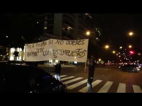 Partido Liberal Libertario manifestando contra 6,7,8 (semáforo)