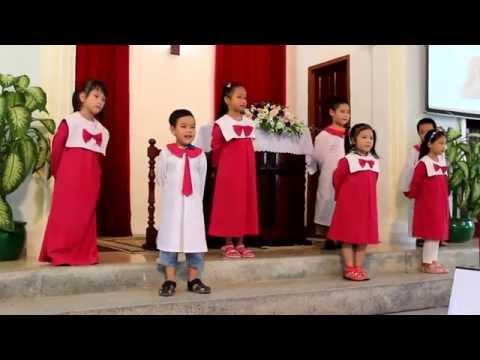 Ấu Nhi múa nhân ngày Khai giảng Thánh Kinh Hè năm 2014 tại Vũng Tàu