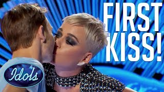 Baixar PUCKER UP! Benjamin Glaze Gets FIRST KISS With KATY PERRY | American Idol 2018