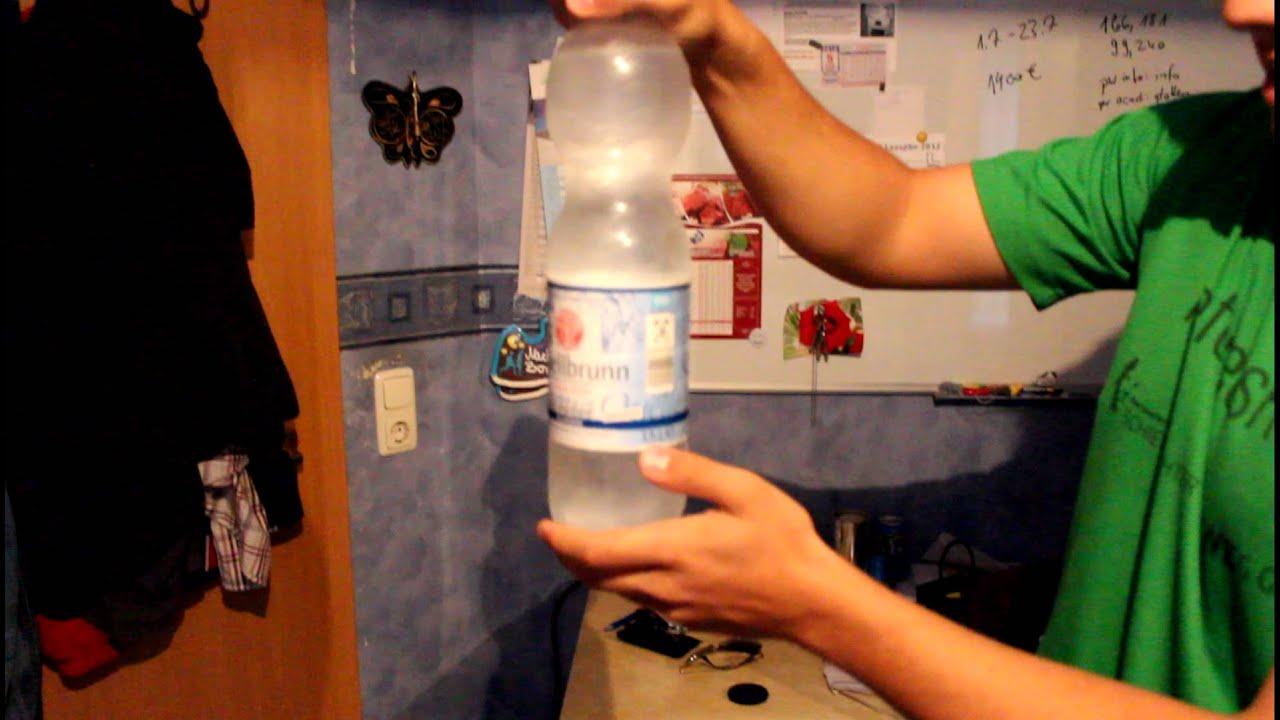 Wasserflasche in der Vagina