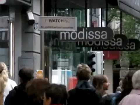 Interactive video of Bahnhofstrasse in Zurich.