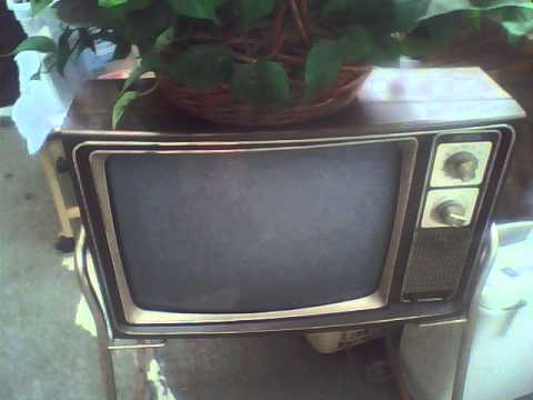 Old Picture (9/4/2012): 1970's or 1980's Zenith B&W CRT TV at Ricky's  Antiques and Collectables