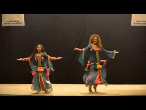 بنت المغربية ترقص مع امها في اوكرانيا رقص المغربي thumbnail