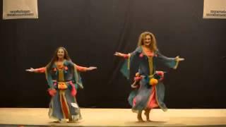 بنت المغربية ترقص مع امها في اوكرانيا رقص المغربي