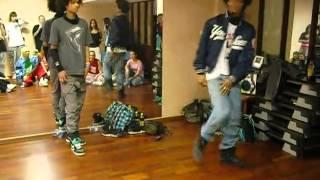 Двое парней круто танцуют под Dub Step(помогите найти музыку с видео., 2012-11-02T07:38:43.000Z)