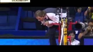 Судья упал без сознания во время матча волейбольной Мировой лиги