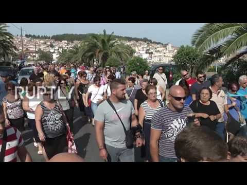 Greece: Hundreds protest to demand transfer of refugees from Lesbos