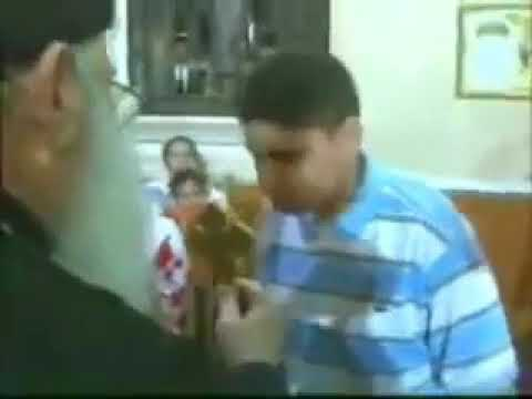 بقوه الصليب ابونا مكارى يونان يعيد البصر لطفل مسلم