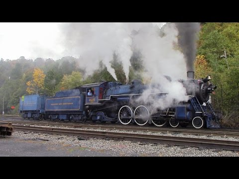 [HD] Reading and Northern 425 Thunder In The Foliage!