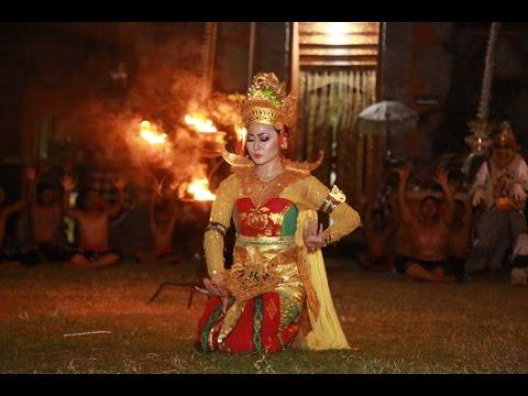 Kecak Ramayana DANCE Pura Dalem Buleleng Bali - Part 1