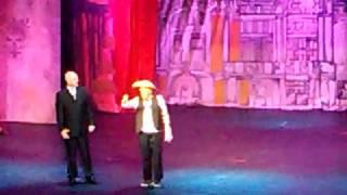 Héctor Suárez estrenó ayer jueves; interpreta a Palillo.(frente a CSG) Noticieros Teatrikando 1/3