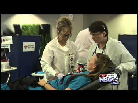 Senator Tammy Baldwin Pushing to End Ban on Gay Blood Donors