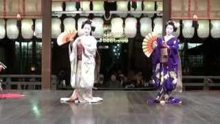 先斗町歌舞会の芸舞妓(市乃、千鶴、かず美/地方)による奉納舞踊。:京...