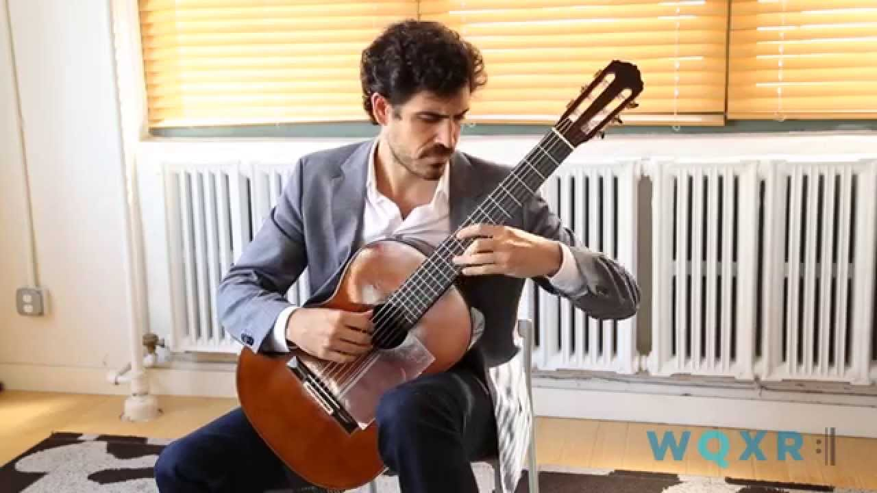 Pablo Villegas plays the 'Recuerdos de la Alhambra' by Tárrega