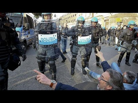Rome divided by rival EU rallies as bloc leaders call for unity