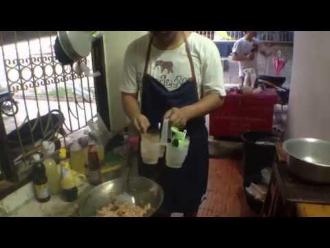 Chicken basil at Khon Kaen University Thailand กะเพราไก่บ้านๆขอนแก่น
