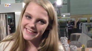 Damito 2016 Eva van GSM Meubelen laat Wilhelmus rusten